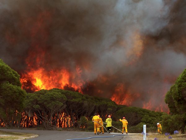 Photograph: A bushfire rages near Merimbula, New South Wales, New Years Day, 2006 – courtesy Stephen Kemp, Bureau of Mereorology.