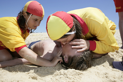 Maroubra surf lifesavers undertaking resuscitation trainingl -- courtesy TVU.